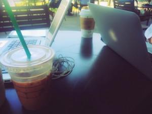 カフェでノマドワーク